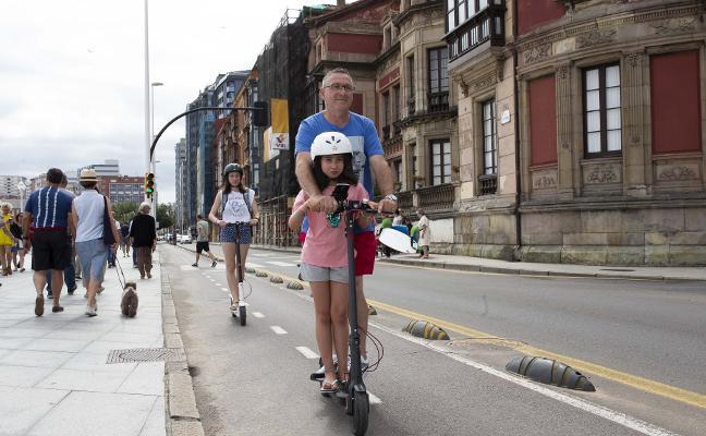 Los patinetes ligeros podrán circular por carriles bici a no más de 15 kilómetros por hora en Gijón