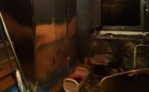 Un incendio calcina una habitación de una vivienda en Piloña