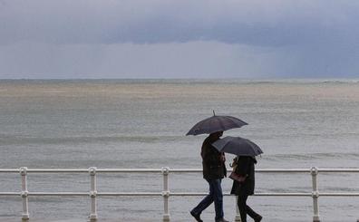 La alcaldesa de Gijón atribuye a la lluvia la mancha marrón en San Lorenzo