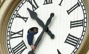 España se prepara para retrasar la hora sin saber cuándo hará el último cambio