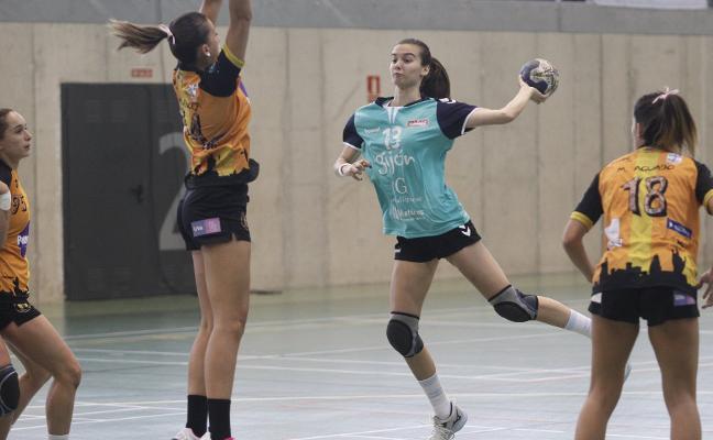 El Balonmano Gijón logra su primera victoria del curso