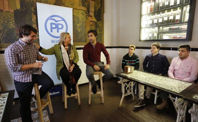 Mercedes Fernández promete empleo estable para los jóvenes asturianos