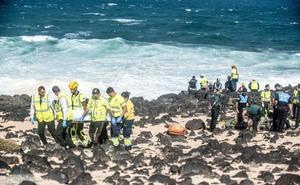 Se elevan a nueve los migrantes fallecidos de la patera que volcó en Lanzarote