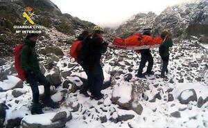 La Guardia Civil rescata el cuerpo sin vida del montañero muerto en la Sierra de Gredos