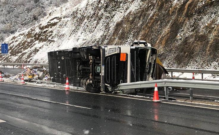 Un camionero fallecido, en un accidente que cortó el Huerna