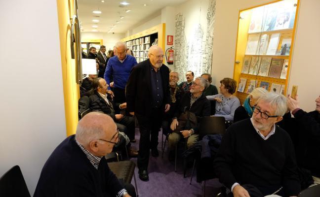 Vilabella presenta en la librería Cervantes sus 'Memorias de un gastrónomo incompetente'