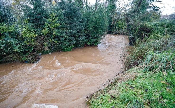 Las intensas lluvias desbordan los ríos en Asturias