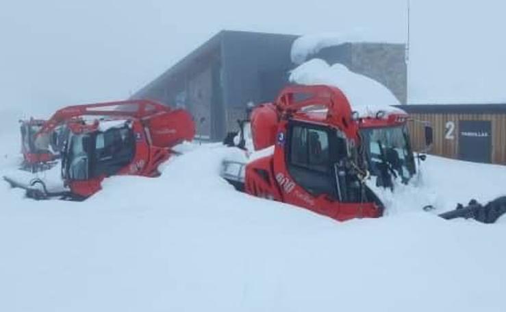 La nieve cubre Fuentes de Invierno