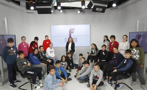 Los alumnos del Colegio Clarín debaten en Canal 10