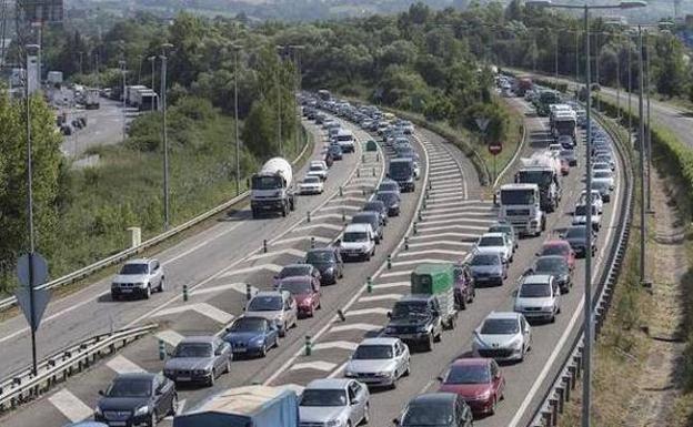El Ministerio de Fomento inicia las obras del tercer carril en la autopista 'Y'