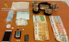 La Guardia Civil detiene a un hombre con 250 gramos de cocaína y 24.000 euros en Llanes