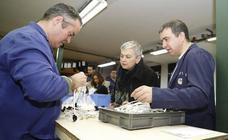 La alcaldesa de Gijón visita las instalaciones de Apta en Cabueñes