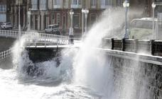 La borrasca 'Gloria' se deja notar en Gijón