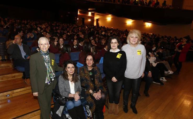 Alumnos asturianos conmemoran la liberación de Auschwitz