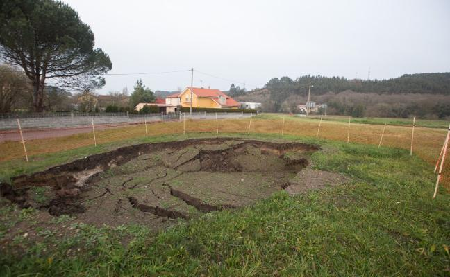 El Principado estudia el terreno del área en el que se produjo el socavón de Corvera