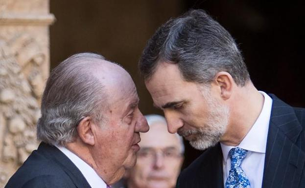 Don Juan Carlos y don Felipe, en Palma./Jaime Reina (AFP)