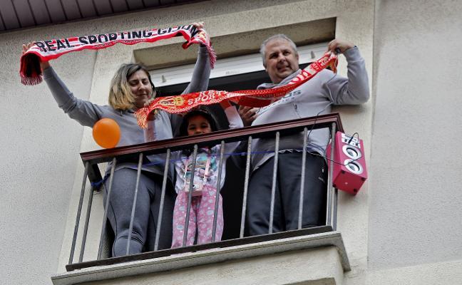 El derbi más solidario se jugó desde los balcones