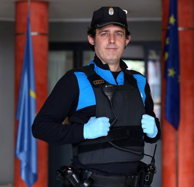 Xosé Manel Rubio, ayer en el edificio de Seguridad Ciudadana. / PIÑA
