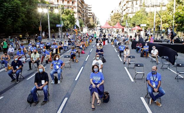 Acto de la Asamblea Nacional Catalana (ANC) y Òmnium Cultural ante la Delegación de Hacienda en Barcelona.