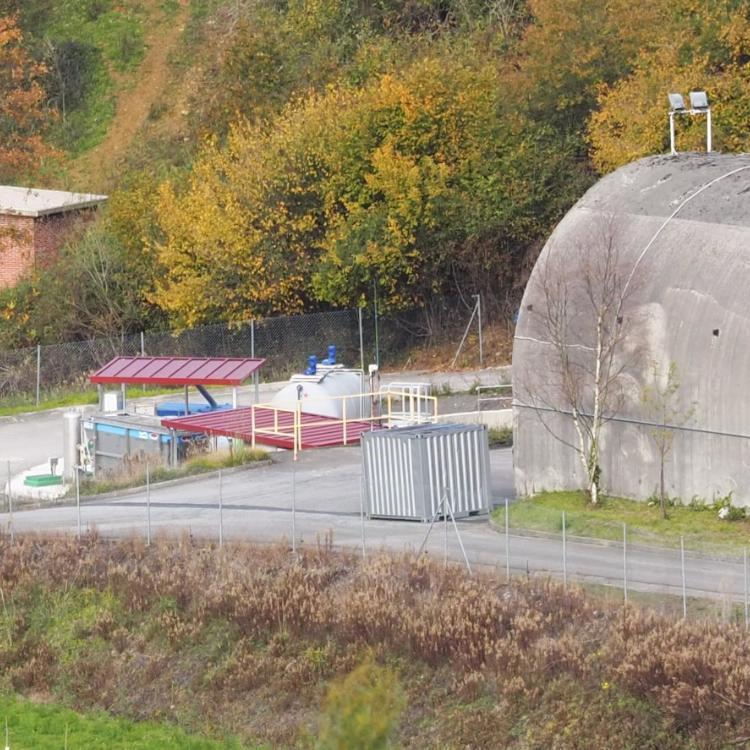 Los vecinos denuncian la ejecución de una depuradora sin licencia en el túnel de Anes