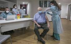 Los residentes de la Mixta de Gijón reciben la segunda dosis de la vacuna