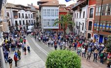 Protesta en Llanes en defensa del sector turístico de Asturias