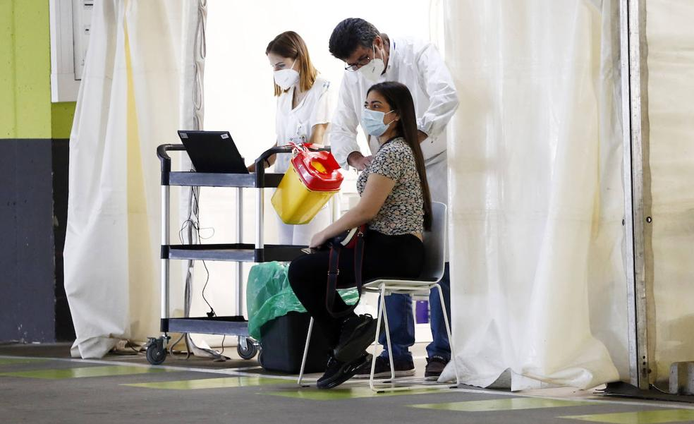 Los hospitales mantienen la presión, en una jornada con 372 casos y dos fallecimientos