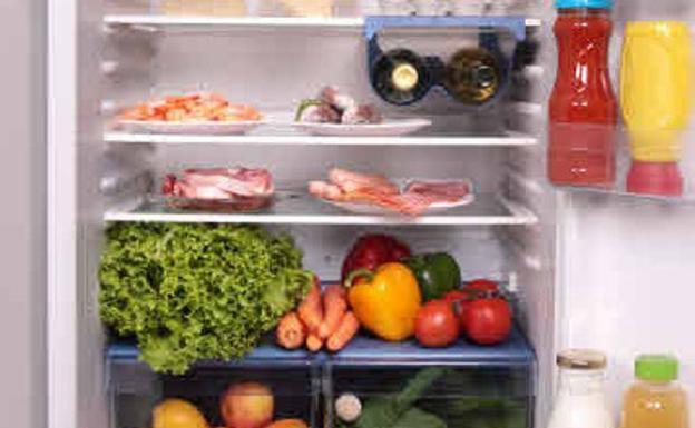 Congelar alimentos es una buena alternativa para no desperdiciar alimentos al irnos de viaje.