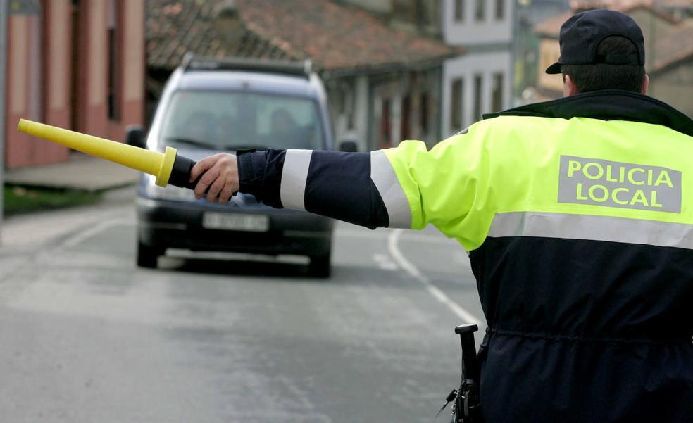 Detenido por increpar y amenazar a policías locales de Langreo: «Sois unos vagos»