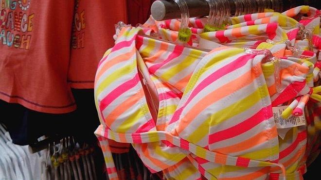 Facua denuncia que Carrefour vende bikinis con relleno para niñas