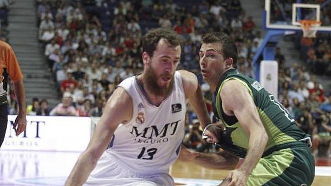 El Madrid supera la advertencia del Unicaja