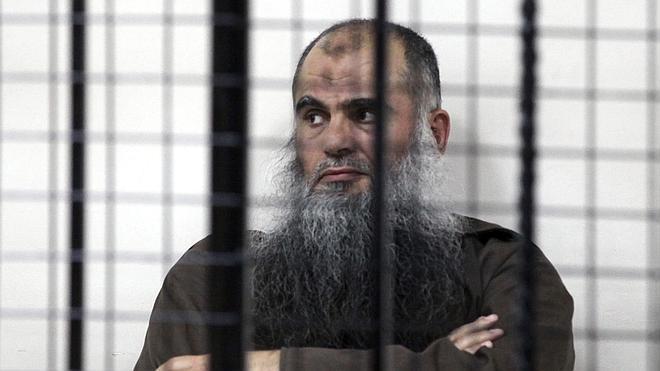Jordania libra de la cadena perpetua al clérigo salafista Abu Qatada