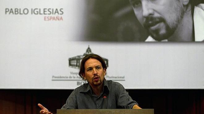 Pablo Iglesias afea a Sánchez por su pasado en la Asamblea de Caja Madrid