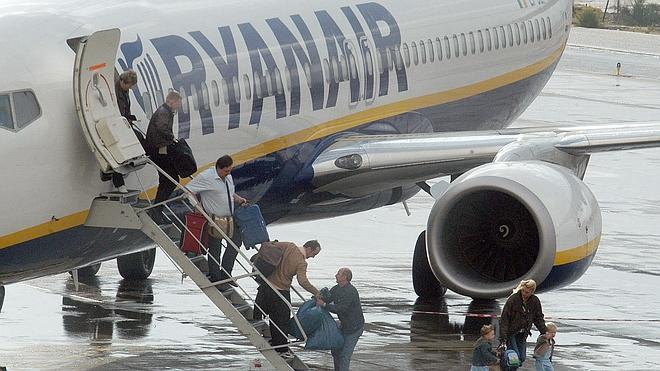 Las 'low cost' transportan un 10,3% más de pasajeros hasta abril