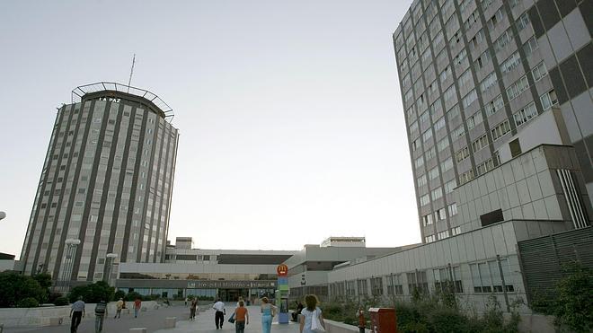 La Paz y el Clínic son los hospitales públicos con mejor reputación de España