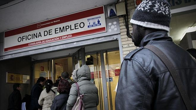 España vuelve a crear empleo tras seis años destruyéndolo