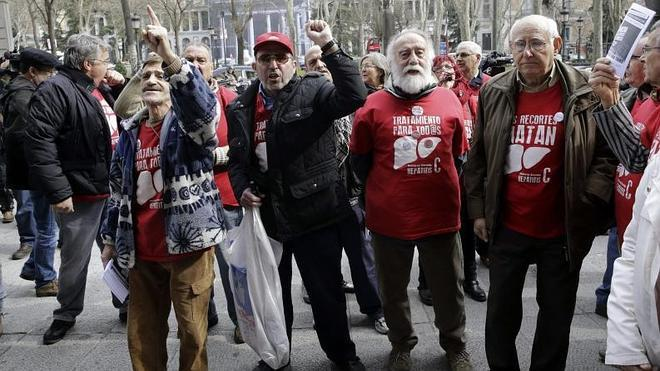 Rajoy se compromete a tratar «a todos» los enfermos de hepatitis C