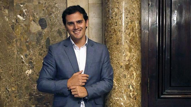 Rivera matiza su plan para subir el IVA a los productos básicos