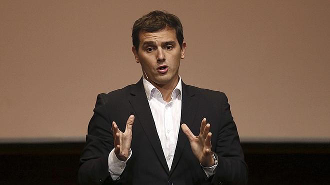 Rivera dice que «seguramente» quitaría las concertinas de Ceuta y Melilla