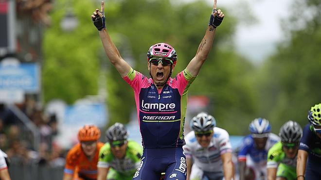 Contador resiste el dolor y mantiene el liderato