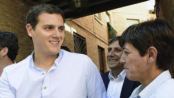 Ciudadanos solo excluye de los pactos post 24-M a los que quieren romper España