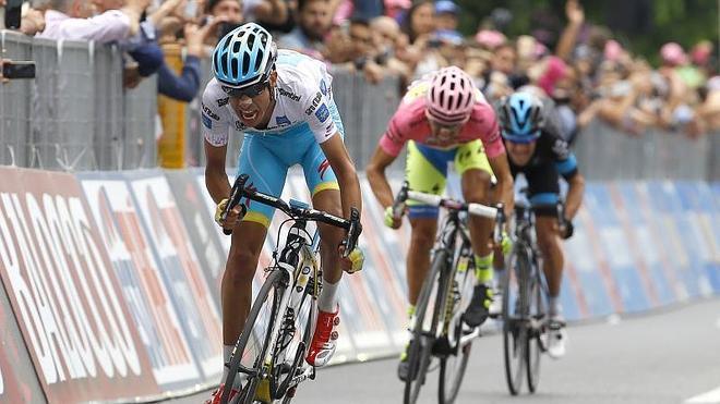 Porte se deja más de medio Giro tras un pinchazo