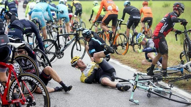 Contador, víctima de una caída, pierde el liderato