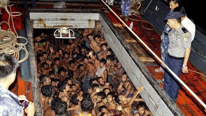 La Armada birmana intercepta un barco con 727 inmigrantes ilegales a bordo