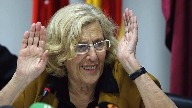 Carmena busca soluciones a los desahucios con los presidentes del Santander y BBVA