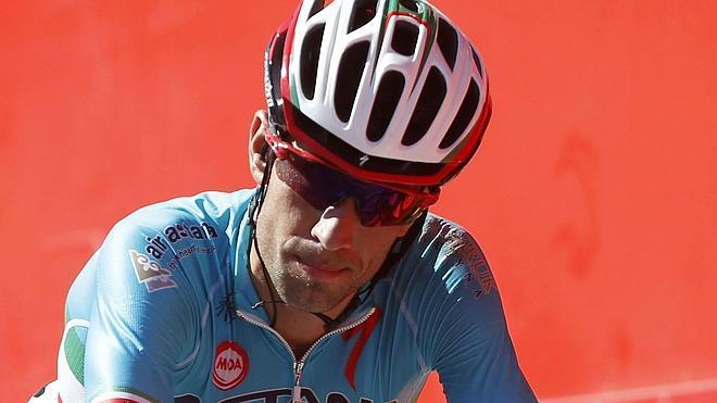 Nibali se disculpa tras su expulsión de la Vuelta a España