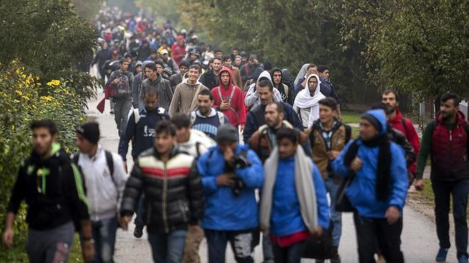 Hungría cierra la frontera con Croacia para detener la llegada de refugiados