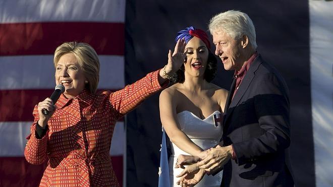 Bill Clinton y Katy Perry animan la campaña de Hillary en la decisiva Iowa
