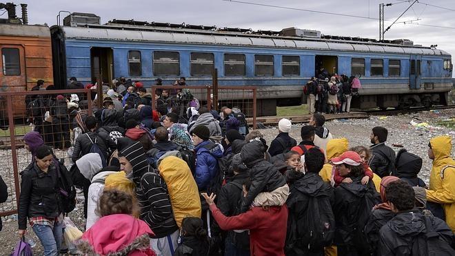 Europa promete 100.000 plazas más para refugiados en Grecia y los Balcanes
