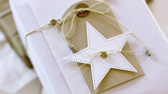 15 Originales Ideas Para Envolver Los Regalos De Navidad El Comercio - Como-hacer-postales-de-navidad-originales